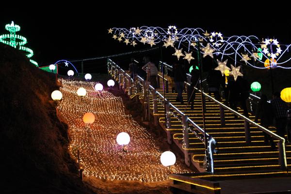 光の階段も素敵ですね