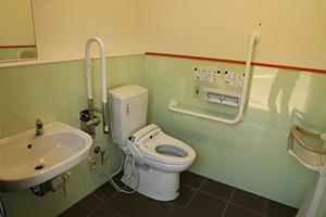 梨狩りのお客様用のお手洗い(トイレ) 多目的用